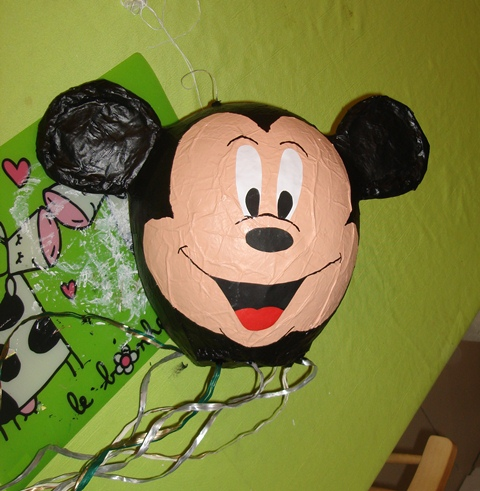 comment faire une pinata mickey la r ponse est sur. Black Bedroom Furniture Sets. Home Design Ideas